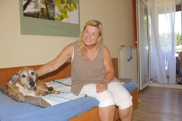 Patienten mit Hund sind in allen Dr. Becker Kliniken in einem eigenen Bereich in Einzelzimmern mit Balkon untergebracht. Von hier aus haben sie direkten Zugang zu großen Freilaufflächen.